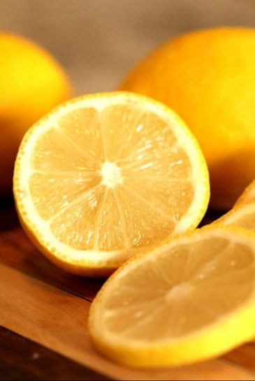 lemon on hair for dandruff and ichiness