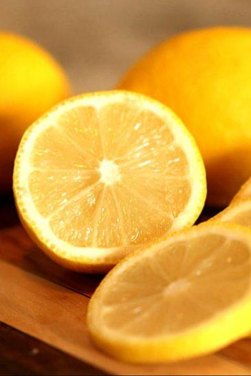 lemon on hair for dandruff and ichiness